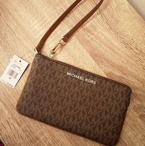 BN Michael Kors Jet set travel wristlet